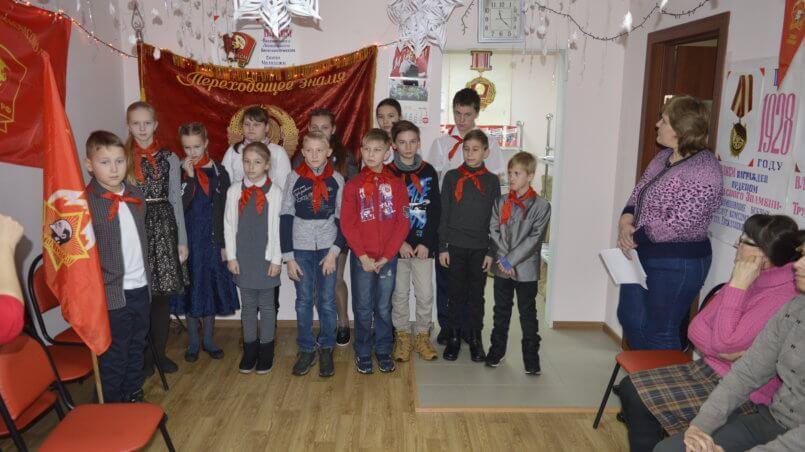Сказочное представление проходило в Энгельсском райкоме КПРФ