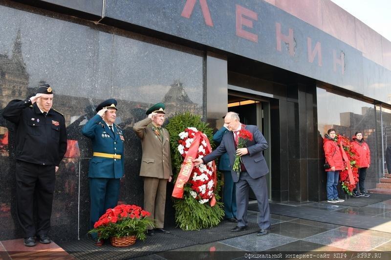 возложение венков и цветов к Мавзолею на Красной площади, в Москве