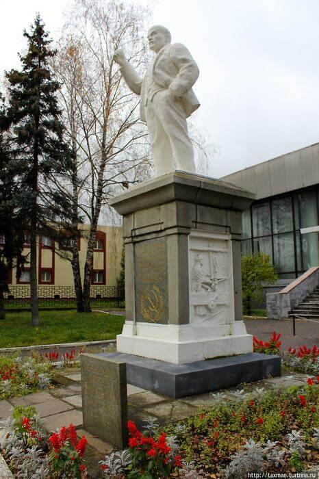 Первый в мире памятник В.И. Ленину