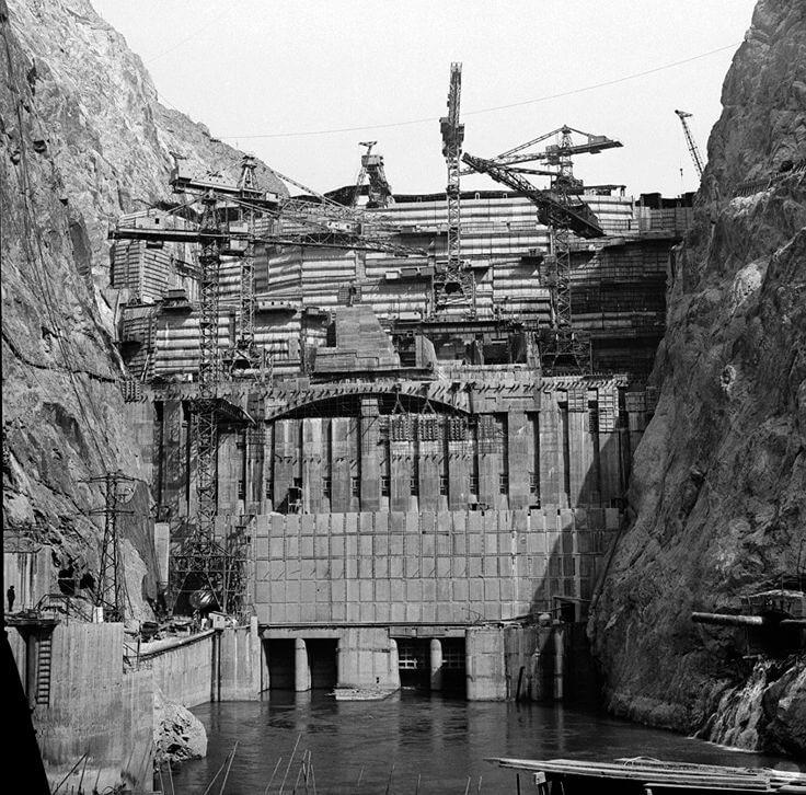 Стройка Токтогульской ГЭС