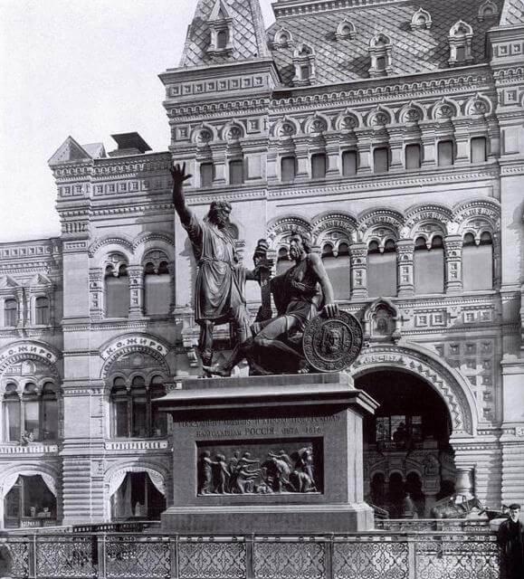 памятник - Минину и Пожарскому