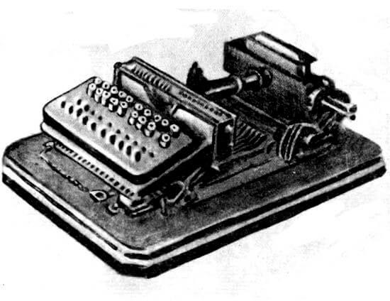 Первая фотонаборная машина