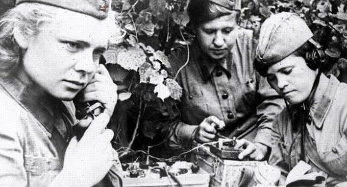 13 апреля 1942 года мобилизация 30000 женщин для замены в войсках связи уходящих в стрелковые части мужчин