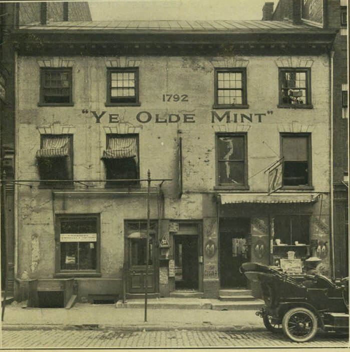 1792 - В Филадельфии основан первый монетный двор Соединенных Штатов Америки