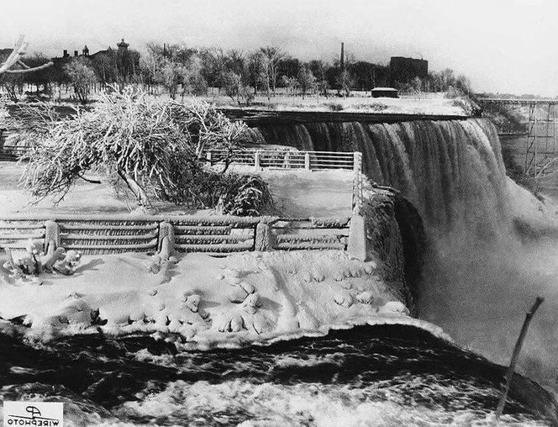 1848 - Ниагарский Водопад остановился более чем на 30 часов, потому что на реке Ниагара образовались ледяные заторы