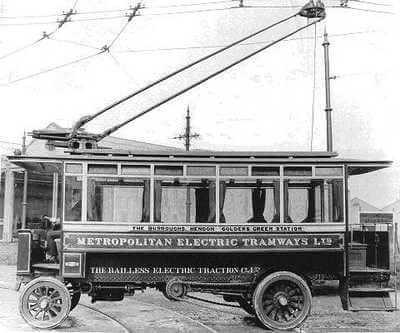 1890 - Бельгийский эмигрант Шарль Ван Депуле получил в США патент на первый троллейбус