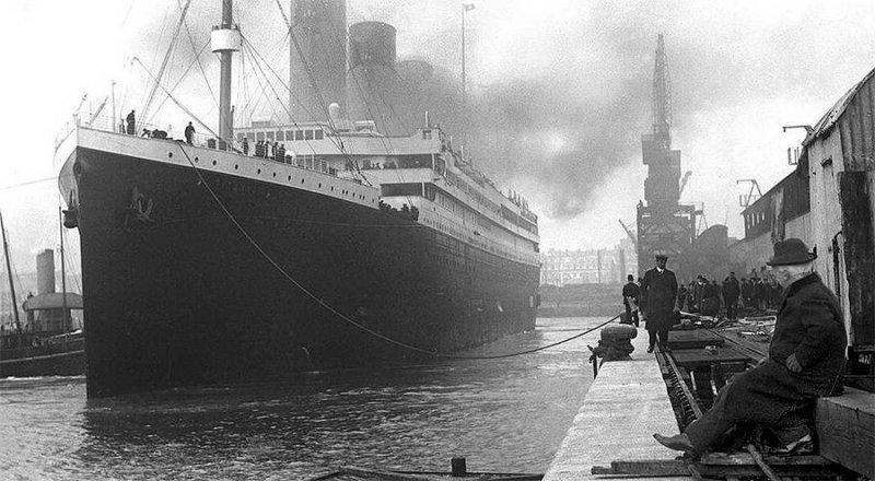 1912 - Британский лайнер Титаник вышел из Саутгемптонского порта в своё первое и последнее плавание.