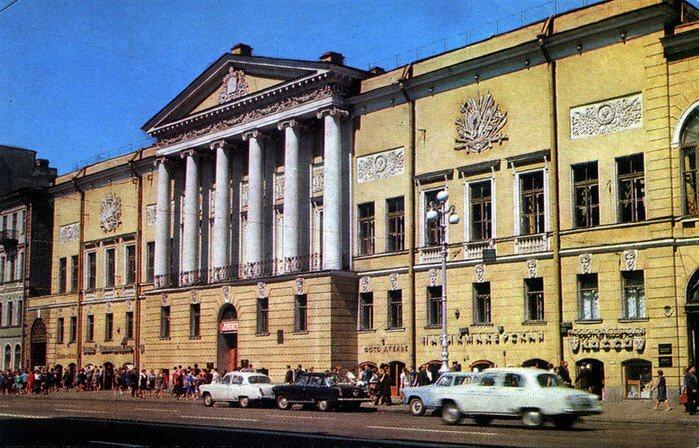 1924 - В Ленинграде открывается Дом искусств
