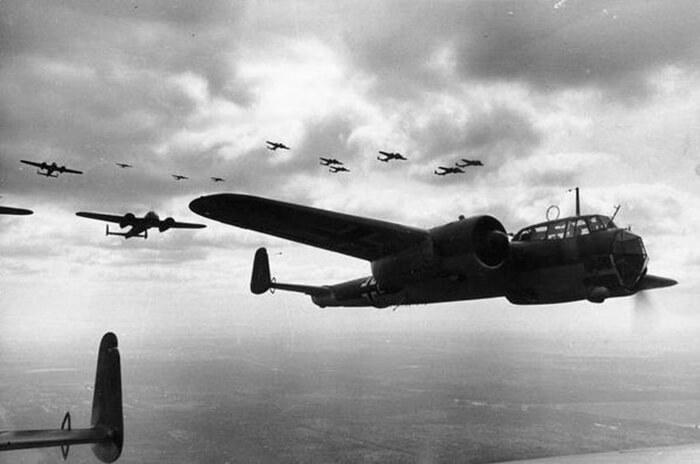 1941 - В ходе Второй мировой войны авиация немецко-фашистских войск начала бомбардировку столицы Югославии - Белграда