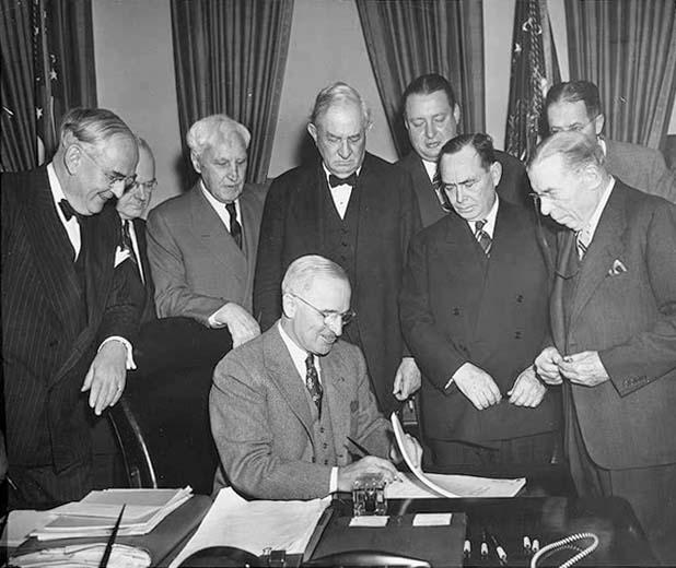 1948 - Президент США Гарри Трумэн утвердил План Маршалла