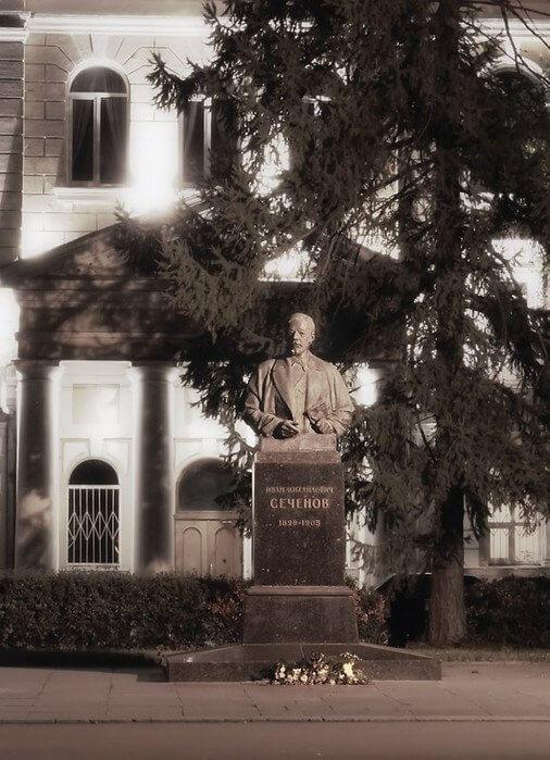 1958 - В Москве открылся памятник знаменитому русскому физиологу Ивану Михайловичу Сеченову работы скульптора Е