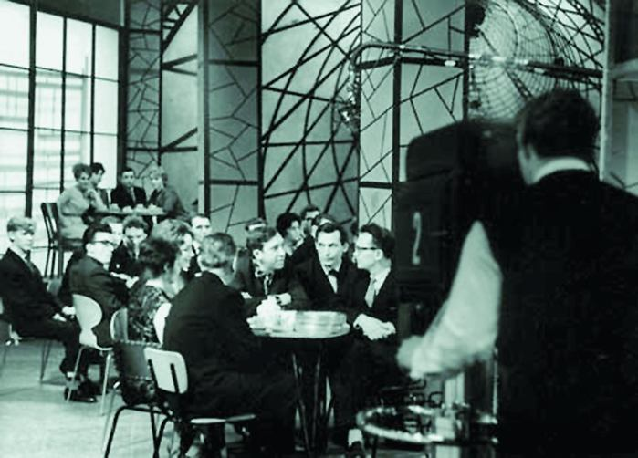 1962 - Центральное телевидение показало первую передачу Телевизионного кафе