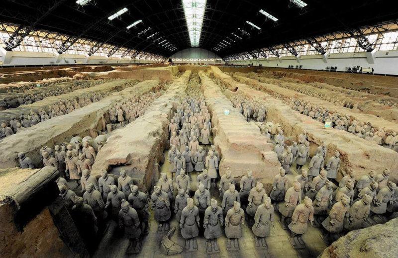1974 - В провинции Шэньси обнаружена терракотовая армия императора Цинь Шихуанди.