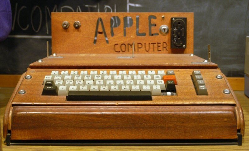 1976 - Стив Джобс и Стив Возняк основывают Apple Computer Company