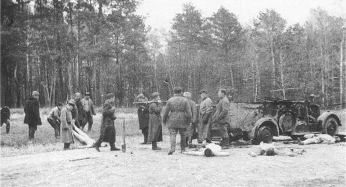 3 апреля 1942 года партизаны отряда Ковпака разгромили фашистский гарнизон в с. Жихов Сумской обл. Партизаны Сумского партизанского соединения у разбитой машины врага (1942 год)