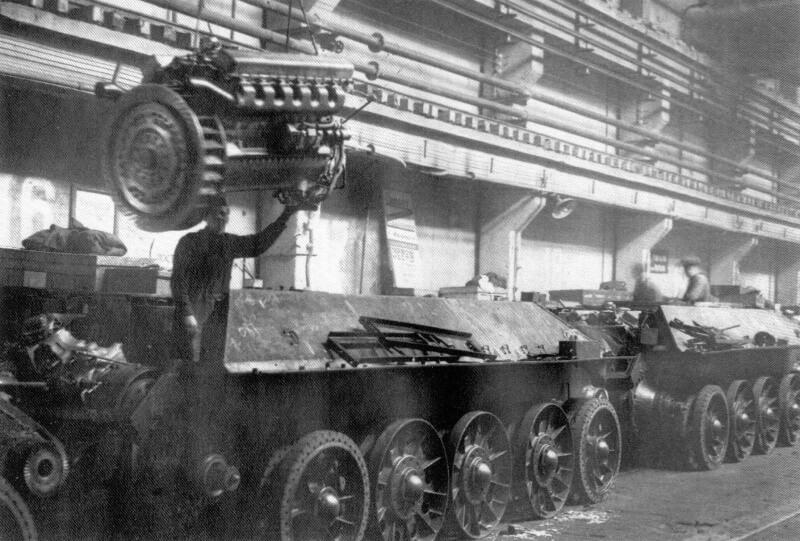 31 марта 1940 года Постановлением ЦК ПКП (б) и СПК СССР на Харьковском паровозостроительном заводе организовано серийное производство танков Т-34