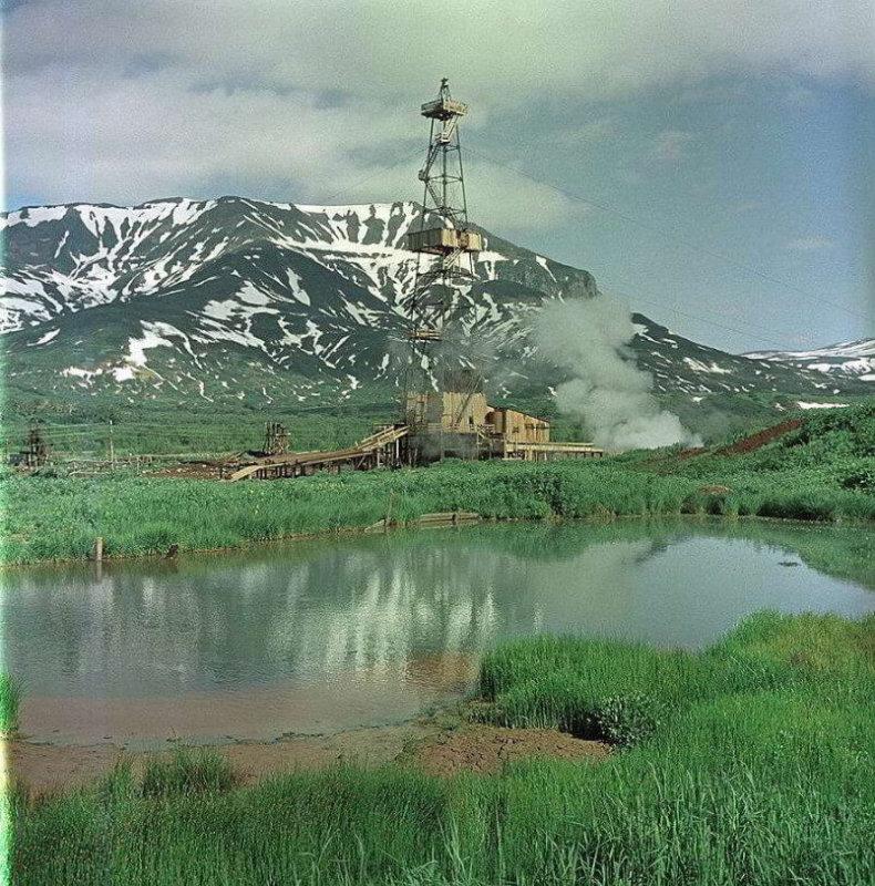 31 марта 1965 - Дала ток первая в СССР Паужетская экспериментальная геотермальная электростанция (Камчатка).