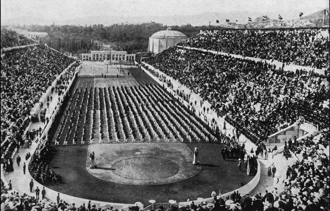 6 апреля 1896 года открылись I летние Олимпийские игры в Афинах, первые Олимпийские игры современности