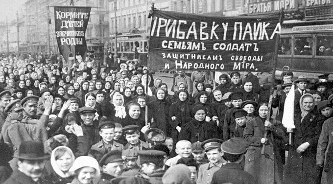 7 апреля 1917 года, через три недели после отречения Николая II, в Петрограде введены карточки на хлеб