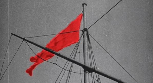 8 апреля 1918 года Постановлением ВЦИК по предложению Я.М. Свердлова красный флаг утвержден национальным российским флагом.