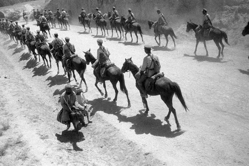 1 мая 1929 года в ходе двухчасового боя красноармейский отряд под командованием И.Е. Петрова разгромил в Туркмении 3-тысячный конный отряд басмачей Ибрагим-бека