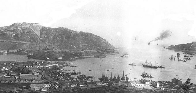 15 апреля 1904 года в Порт-Артуре русскими специалистами были вскрыты и подавлены преднамеренными радиопомехами радиопередачи японских кораблей-корректировщиков огня.