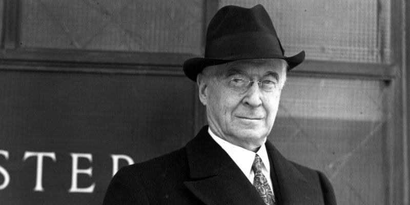 16 апреля 1947 года Бернард Барух, советник президента США Гарри Трумэна, в речи перед палатой представителей штата Южная Каролина, в официальной обстановке впервые употребил выражение холодная война