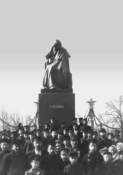 1909 - Открыт памятник