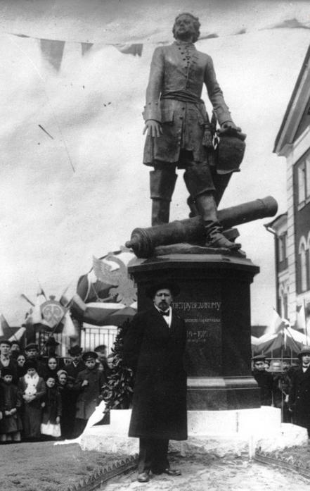1914 - В Санкт-Петербурге торжественно открыт памятник Петру I работы скульптора В.В. Лишева