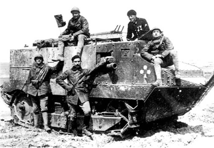 1917 - В наступательных боях под Шмен-де-Дам впервые применяются французские танки