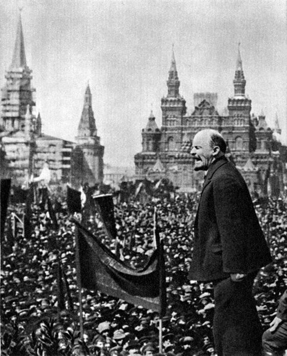 1919 - На Красной площади состоялось торжественной открытие памятника Степану Разину.