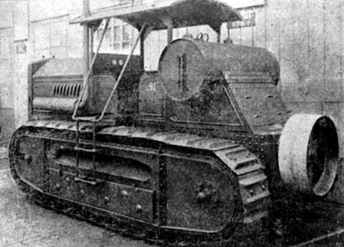 1924 - В Харькове выпущен первый советский гусеничный трактор Коммунар