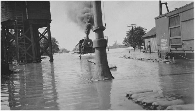 1927 - Ливень, произошедший в этот день, спровоцировал Великое наводнение на Миссисипи.