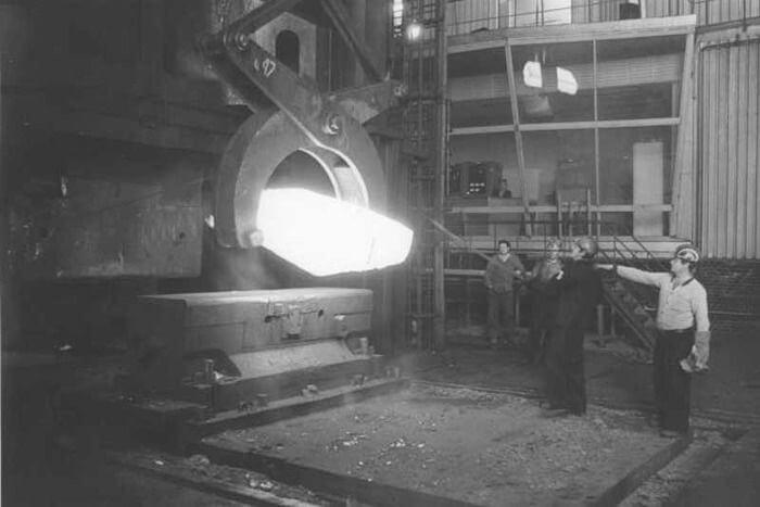 1931 - На Ижорском заводе на два дня раньше намеченного срока (за 9 месяцев и 27 дней) завершено изготовление первого советского блюминга (прокатного стана)