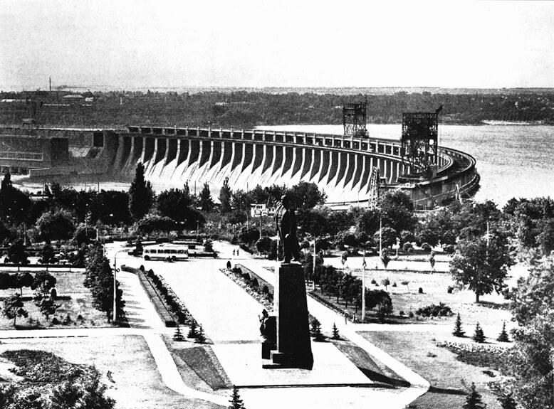 1932 - Первый гидрогенератор Днепрогэса дал промышленный ток