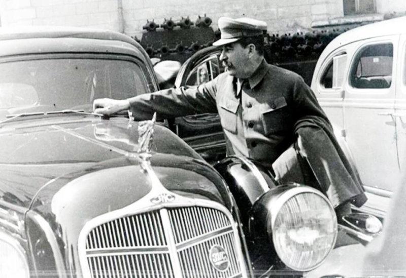 1936 - Два первых легковых автомобиля высшего класса ЗИС-101