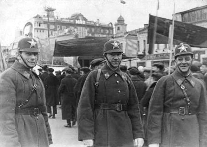 1936 - В милиции СССР введены персональные звания