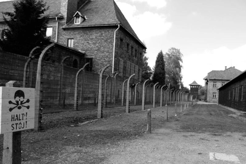 1940 - Рейхсфюрер СС Генрих Гиммлер подписал приказ о создании концлагеря Освенцим