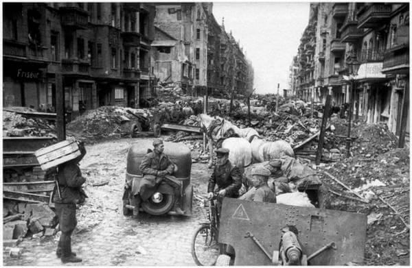 1945 - Советские войска полностью овладели столицей Германии Берлином.
