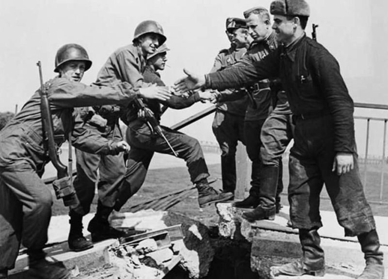 1945 - Встреча на Эльбе советских и американских войск