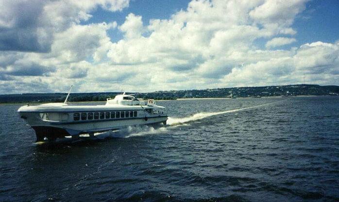 1964 - Спущен на воду первый в стране