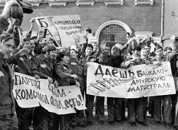 1974 - С Ярославского вокзала Москвы отправляется поезд с первым отрядом строителей на БАМ