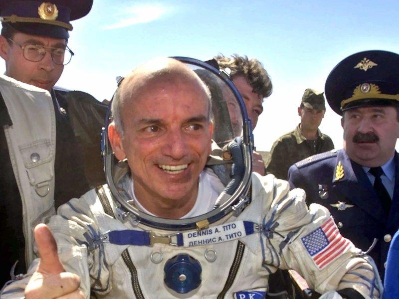 2001 - Полёт первого космического туриста Денниса Тито
