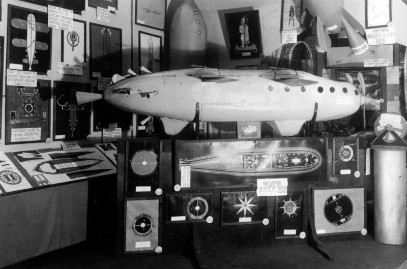 24 апреля 1927 года в Москве на Тверской открылась Первая мировая выставка межпланетных аппаратов и механизмов