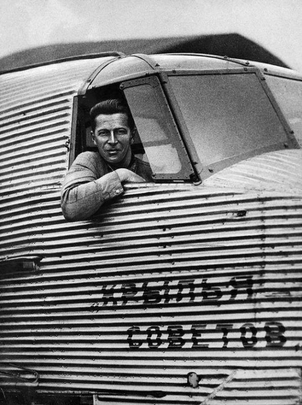 5 мая 1929 года произошёл первый полёт цельнометаллического треёхдвигательного пассажиоского самолёта АНТ-9