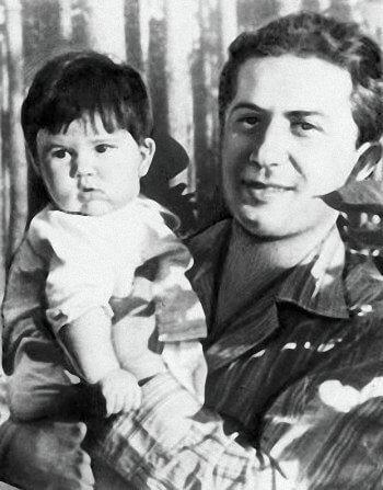 Яков Джугашвили с дочерью Галиной