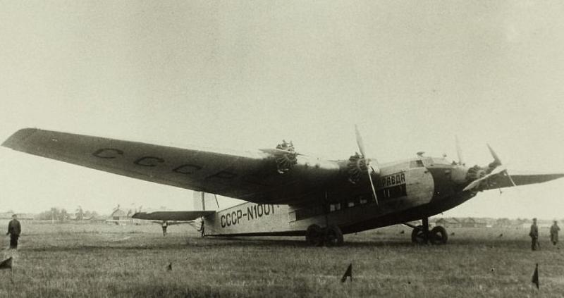1 июня 1936 года открылась трансконтинентальная авиалиния Москва – Владивосток.