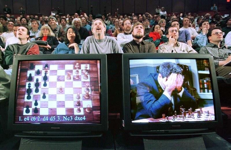 11 мая 1997 года закончилась шахматная игра поражением Гарри Каспарова в матче с компьютером.