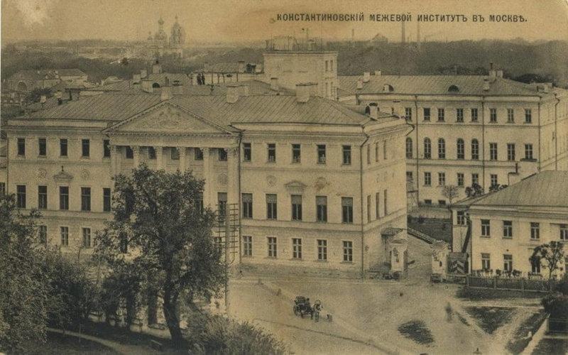 1779 - Указом Правительствующего Сената была учреждена Константиновская землемерная школа