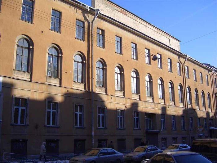 1824 - Санкт-Петербург. Открыта Первая Глазная лечебница.